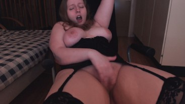 Rubbing my hairy pussy at different angles in lingerie [live cam]