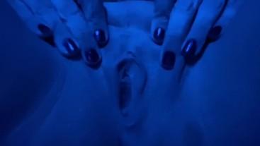 Underwater CREAM Masturbation... Watch CLOSELY