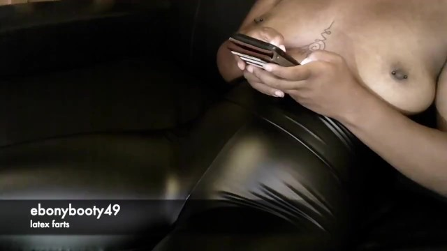 Leg sexy squeezing Girl farting huge bubbly farts in black spandex leggings