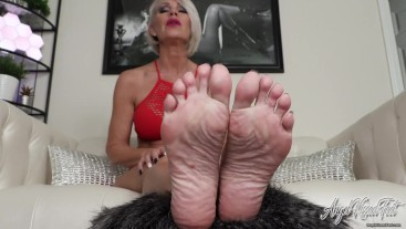 You Want These Perfect Feet - Nikki Ashton