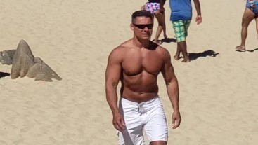 Robert van Damme is alive ,this is at Cabo Sam Lucas /march 2020/