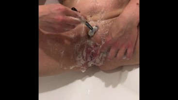 Bath time! Wife shaving her pussy