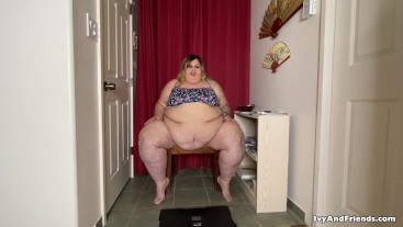 SSBBW FEEDEE IVY DAVENPORT WEIGHS HERSELF DURING QUARANTINE - GAINING WEIGHT