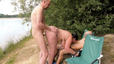 Doggyfick beim Blowjob am See