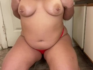 Super thick PAWG plays with herself and makes a mess squirting on bathroom floor