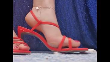Teen steps on marshmellows in heels