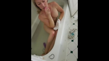 Bathtub slut
