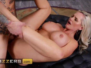 Brazzers – Busty MILF Alena Croft Seduces Her Colleague To Fuck Her At Work