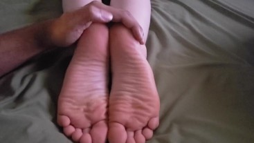 CARESSED AND FONDLED: Victoria Valentine Shakes Her Booty and Snoozes Soles Up - Teasing Bare Soles