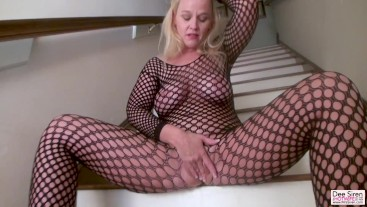 Dee Siren Pussy Stretched HUGE Dildos