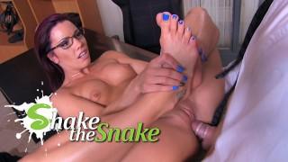 Shake The Snake – Boss Fucked On The Job !