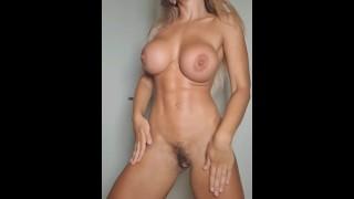 Moviendose sexy puta desnuda bailando