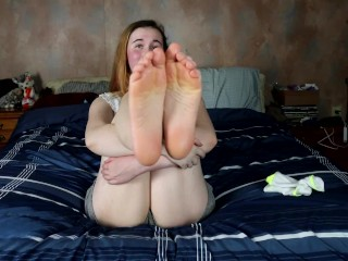 Miss Kitten Gives You A Sweet Footjob (JOI)