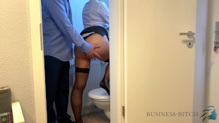 Videa Xxx - Šéf Mě Chytil Na Toaletě V Kanceláři Sex Bez Kondomu Konečně Končí