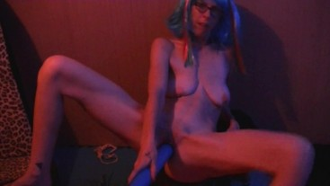 Willamina Masturbates with a Blue Bat and pisses