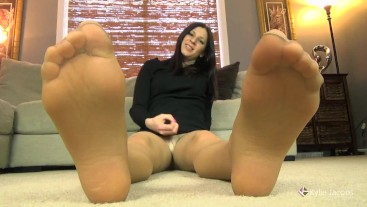 Jerk Off to My Feet in Pantyhose