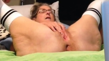 Closeup sex session fingering, pussy spreading, dildo play, squirting fuck and facial Milf Mature