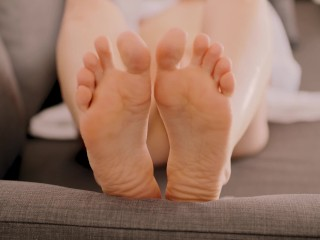 I play with my soles while masturbating – Aria Reve – Milf masturbation and soles joi