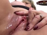 Close up masturbating with naughty mature Lady Sonia negro sex video