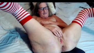 Mature Stepmom Spreads And Fingers Her Wet Cunt