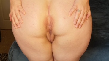 Perfect Round Ass Spreading and Jiggling