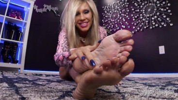 The Mature Feet Experience - Nikki Ashton