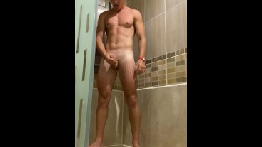 FIT TEEN GUY WANKING IN SHOWER ON CAM