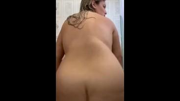 Masturbándome bien Rico en el baño incluye squirt y creampie.