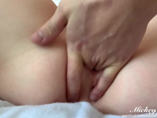 CUNNILINGUS, PUSSY LICKING UNTIL SQUIRTING AND ORGASM UNTIL SHE CUMS – AMATEUR MICKEYMINNIE