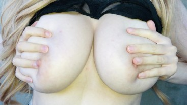 Big natural tits flashing :)