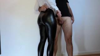 最好的色情片 - Hot Girl 我在这件衣服上别无选择 皮革绑腿的继姐猛拉我