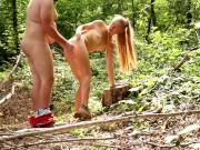 La coquine se fait prendre en pleine forêt