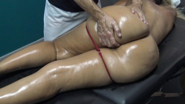 Sexy milf With Thick Ass Seduce Masseur & Suck his Dick in real Massage Room!