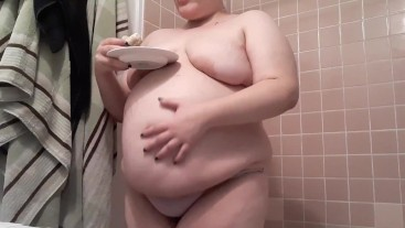 Stuffing cheesecake into my bbw round belly