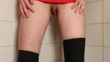 Standing piss with a skirt