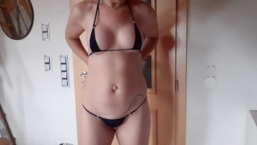 Sexy Young Milf feels f*cking good in those cute Bikinis   Juicy Bellybutton