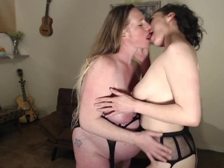 Pregnant Married Couple Threesome Makeout Pussy Play
