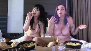 Películas porno - Vientre Hinchado Chicas Relleno De Comida Micro Bikini Tira Vista Previa