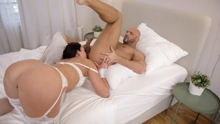 RIM4K Babe wants to make that morning special so why gives rimming