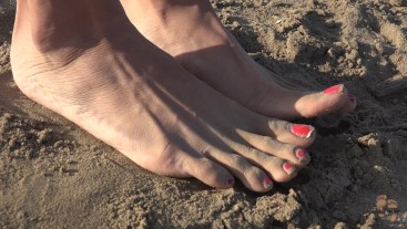 Following her sexy feet on the beach