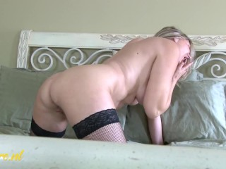 Sexy Canadien Mom In Stockings Loves To Play With Her Pussy