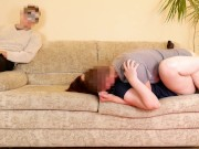 Муж куколд наблюдает за трахом жены и слизывает как со�
