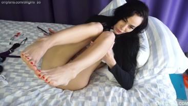 cute girl show feet