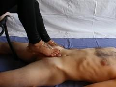 Mistress Italiana fa venire due volte il suo schiavo. Foot fetish (TRAILER)