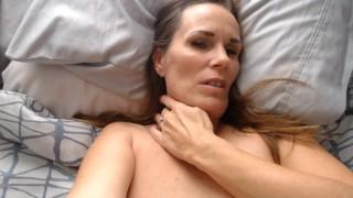 Accueil Films porno - Big Boobs J'aime Ça Quand Tu Embrasses Mon Cou