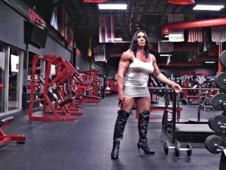Muscle Milf Susan K Shirt Rip VISTA PREVIA