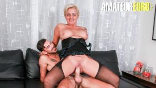 Scambisti Maturi - Italian Mature Cougar Loves to Ride Young Big Cocks