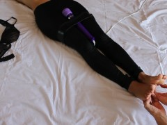 Sorellastra torturata con Magic Wand e solletico ai piedi, fino all'orgasmo. Foot Fetish Italiano