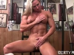 Naked female bodybuilder shows off her big clit in the gym