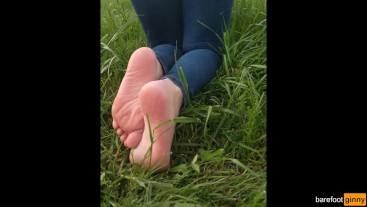sexy big ass in jeans and feet tease in socks